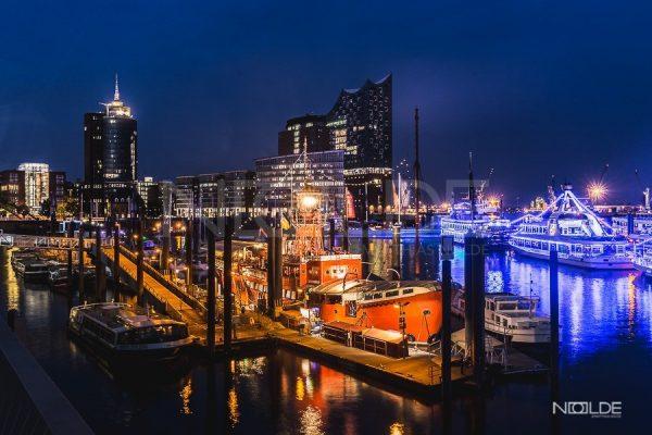 Hamburger Hafen bei Nacht